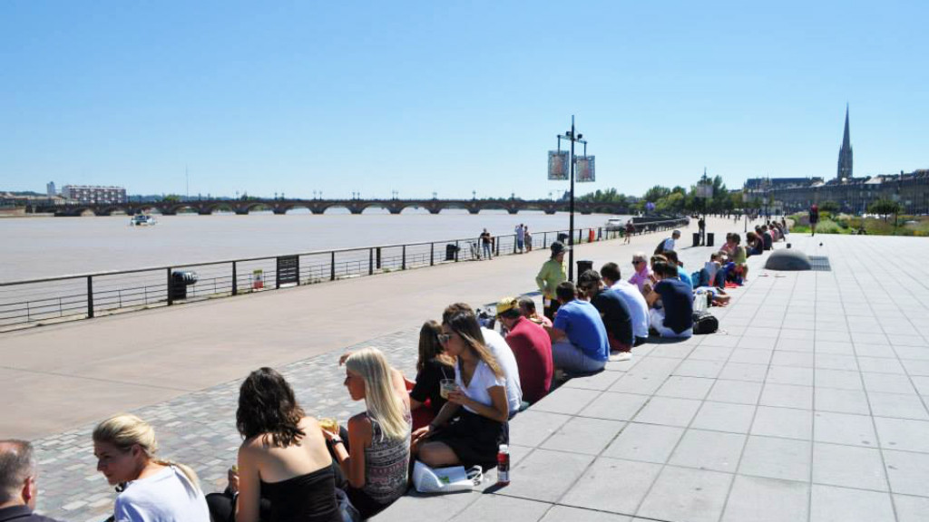 Bordeaux_-_The_city_-_quai_de_la_Garonne