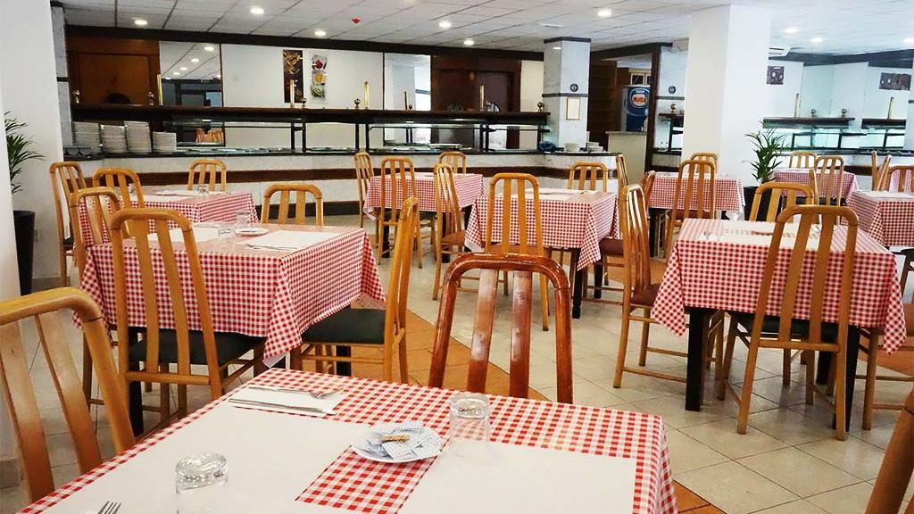 Juniors_Santa_Maria_Restaurant_Seating