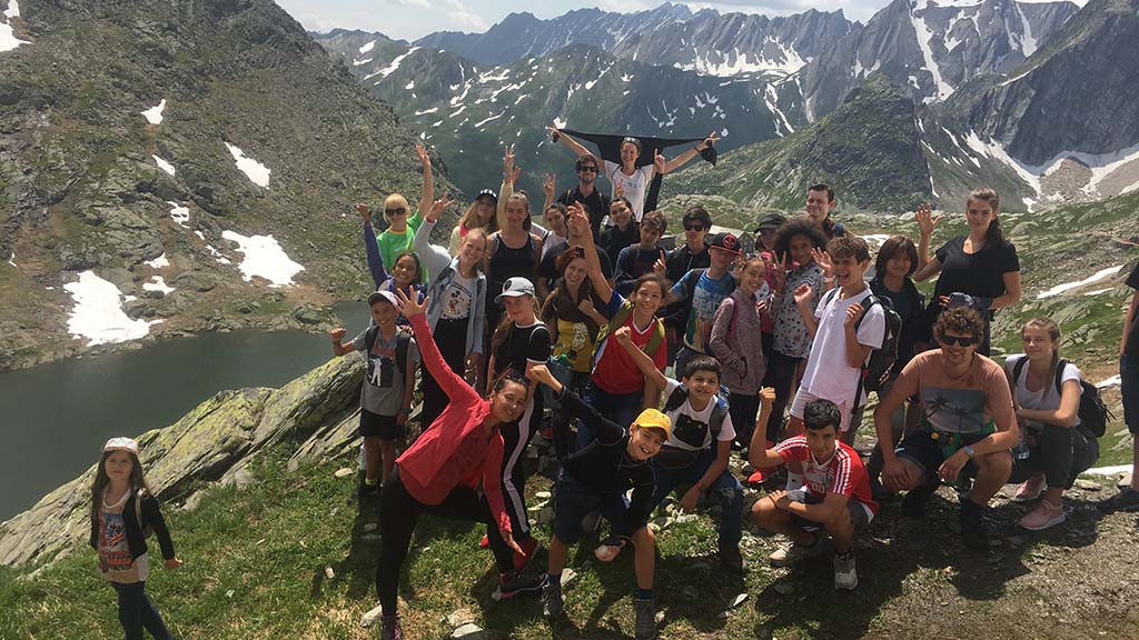 Children_and_teenagers_learning_English,_German_or_French_in_Liddes_Switzerland